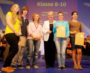 Annette Schavan mit Preisträgern / Foto: Stiftung Bibel und Kultur