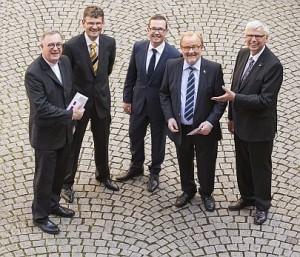 Gruppenbild mit (v.l.) Frank Otfried July, Christoph Rösel, Reiner Hellwig, Reinhard Adler und  Johannes Friedrich. Foto: B. Eidenmüller