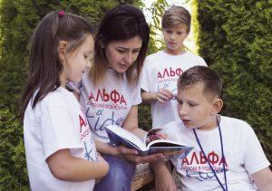 Viktoria Raychynets mit Kindern
