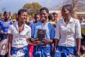Feier der Bibel auf Ellomwe